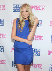 Elsa Hosk's long wavy cut framed her face and added some shape too.