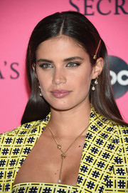 Sara Sampaio attended the Victoria's Secret viewing party wearing a simple center-parted hairstyle.