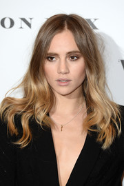 Suki Waterhouse wore her hair loose with wavy ends when she attended the Vogue 100: A Century of Style event.