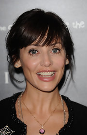 Natalie Imbruglia accessorized with a lovely gemstone pendant necklace at the Vogue/Bulgari charity reception.
