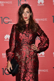 Eleonora Carisi paired a black leather clutch with a red jacquard dress for the Vogue China 10th anniversary event.