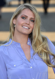 Kitty Spencer glammed up her lobes with a pair of gemstone drop earrings.