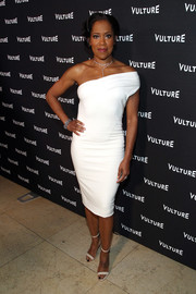 Regina King looked simply elegant wearing this white off-one-shoulder dress at the Vulture awards season party.