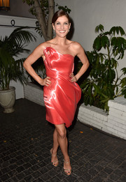 Kate Walsh truly stood out from the crowd in a neon orange liquid illusion dress by Rubin Singer.