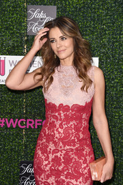 Elizabeth Hurley attended WCRF's 'An Unforgettable Evening' event carrying a peach box clutch by Edie Parker.