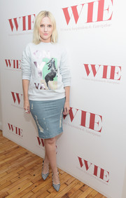 Laura Brown made a distressed denim skirt look so chic.