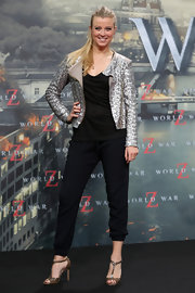 Nina Eichinger spiced up her all-black look with a silver sequined jacket.