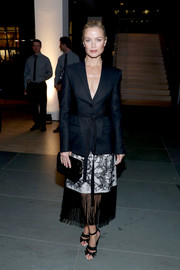 Carolyn Murphy accessorized her outfit with a black leather clutch.