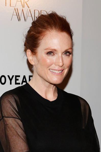 More Pics of Julianne Moore Dangling Diamond Earrings (1 of 12) - Julianne Moore Lookbook - StyleBistro