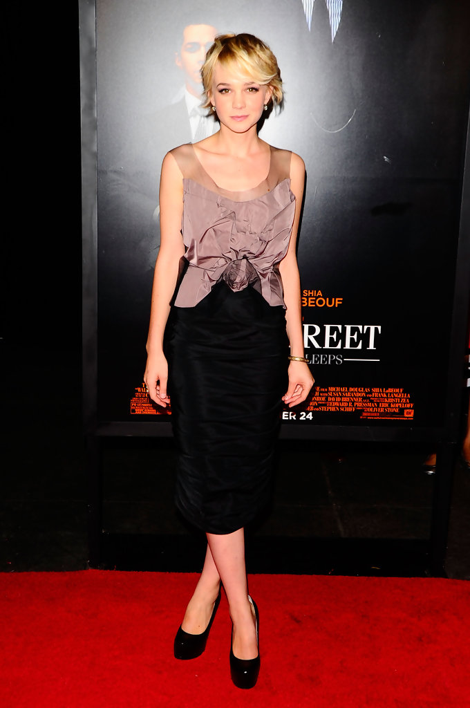 "Actress Carey Mulligan attends the ""Wall Street: Money Never Sleeps"" premiere at the Ziegfeld Theatre on September 20, 2010 in New York City."
