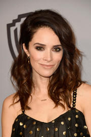 Abigail Spencer looked gorgeous with her voluminous curls at the Warner Bros. and InStyle Golden Globes after-party.