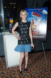 Elizabeth Banks teamed her sassy dress with a super-chic pair of black Jimmy Choo cutout boots.