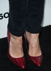 Debby Ryan added color to her Who What Wear ensemble with a pair of chic red snakeskin pumps.