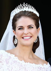 Princess Madeleine opted for berry-stained lips for her makeup as she wedded longtime boyfriend, Christopher O'Neill.