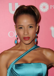 Dania Ramirez paired her satin turqouise dress with a saturated red lip that was the perfect complement to her bronzed skin.