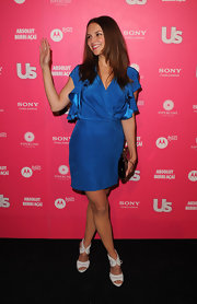 Rachael Leigh Cook waved to the camera in a stylish royal blue wrap dress at a US Weekly event in Hollywood.