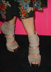 Sheryl rocked a pair of cool cut-out boots while walking the red carpet at the Hot Hollywood event.