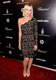 Natasha Bedingfield topped off her lacy frock with nude platform pumps.