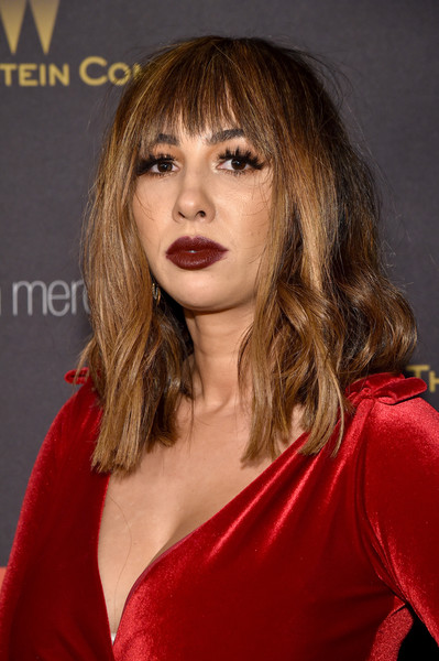 Jackie Cruz styled her hair with wavy ends and choppy bangs for the Weinstein Company and Netflix Golden Globe party.