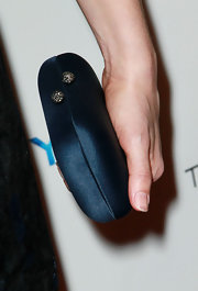 Alison Brie accessorized with a simple yet elegant blue satin hard-case clutch when she attended the Golden Globe Awards party.
