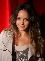 Rebecca Breeds made disheveled look so good.