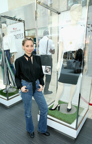 Nicole Richie went rugged on the bottom half with a pair of Levi's bootcut jeans.