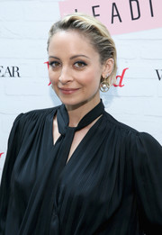 Nicole Richie spruced up her simple 'do with a pair of Art Deco-glam earrings.