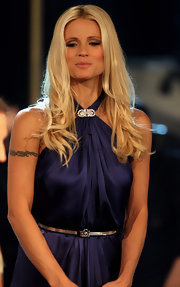 Michelle's long blond tresses were worn in slight waves.