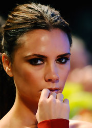 Smoky, sultry eyes were Victoria Beckham's feature focus at the Maria Shriver Women's Conference. Black eye pencil and plenty of volumizing mascara were all it took to create her sexy style.