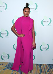 Chandler Kinney completed her monochromatic look with a fuchsia tube clutch.