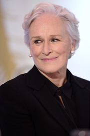 Glenn Close sported a casual short 'do with just a slight wave at the Zurich Film Festival press conference for 'The Wife.'