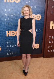A pair of black pumps with contrast platforms finished off Jennifer Morrison's look.