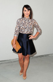 Constance Zimmer topped off her ensemble with a camel-colored suede fold-over clutch.