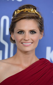 Stana Katic pinned up her dirty blonde locks into an elegant updo, which she accessorized with a golden hair piece.