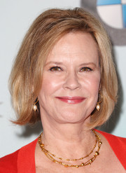 JoBeth Williams kept it timeless with this bob at the 2015 Crystal + Lucy Awards.