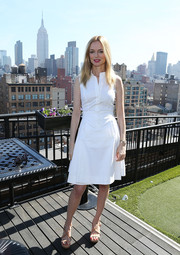 A pair of nude cross-strap platform sandals tied Heather Graham's casual-chic look together.