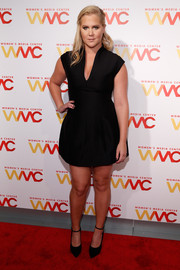 Amy Schumer flaunted some leg in a super-short Halston LBD at the Women's Media Awards.