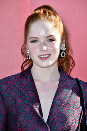 Ellie Bamber added major glamour with a pair of chunky gemstone drop earrings.