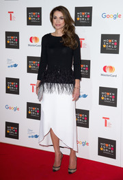 Queen Rania completed her lovely outfit with an asymmetrical white skirt.