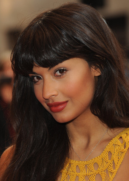 A matte brick-red lipstick defined Jameela's pout at a movie premiere in London.