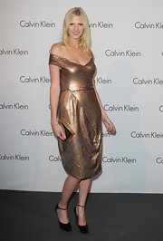 Lara perfectly paired her copper cocktail dress with a gold box clutch.