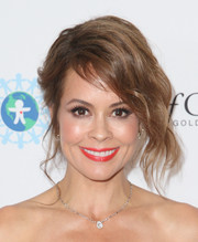 Brooke Burke-Charvet glammed up her look with this loose, wavy updo for the World of Children Award Alumni Honors.