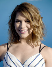 Allison Holker looked fab at the 'Finding Dory' world premiere with her messy wavy 'do.
