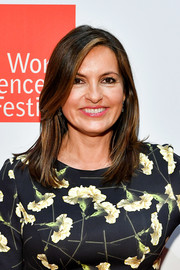 Mariska Hargitay attended the 2017 World Science Festival wearing a simple shoulder-length layered cut.