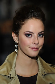 Kaya Scodelario sported an elegant pompadour at the premiere of 'Wuthering Heights.'