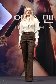 Sophie Turner kept it ladylike up top in a cream pussybow blouse by Chloe at the 'X-Men: Dark Pheonix' press conference in Seoul.