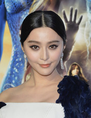 Fan Bingbing added major sparkle to her look with a pair of dangling diamond earrings by Chopard.