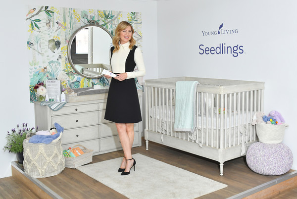 More Pics of Ellen Pompeo Mini Dress (2 of 17) - Dresses & Skirts Lookbook - StyleBistro [young living essential oils invites new yorkers,products,experience seedlings,baby care line,seedlings,product,infant bed,baby products,furniture,room,bed,nursery,table,cradle,actress,producer,mom,director,ellen pompeo]