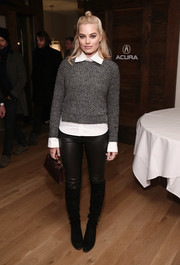 Margot Robbie sealed off her look with black knee-high boots.