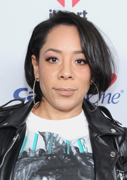 Selenis Leyva kept it classic with this side-parted bob at Z100's Jingle Ball 2016.